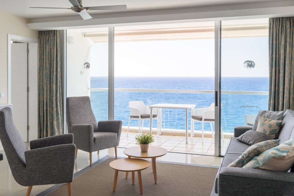 Self catering deluxe seafront apartment